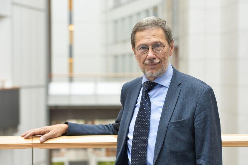 EP narys prof. Liudas Mažylis. Ar valstybė, atidedanti vyresnio amžiaus žmonių skiepijimą, nepažeidžia esminių žmogaus teisių?