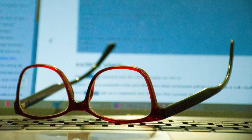 Prie ekranų be akinių: paprasti būdai išsaugoti sveikas akis